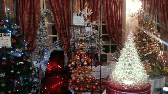 28 sapins de Noël ont été vendus aux enchères au profit d'Action Innocence. Photo (c) Eva Esztergar